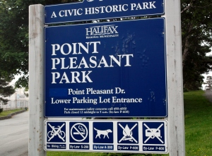 There are several entrances to Point Pleasant, a runners strollers and dog-walkers' paradise!