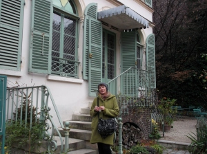 Magali stands in front of the Museum of teh Romantics, the House of painter Ary Scheffer in the New Athens district of Paris.