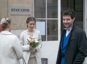 Carole and Gildas await the Mayor of the City Hall in the 9th arrondissement of Paris (where they live) with joyful anticipation. He officiated their marriage, as is customary in a secular ceremony.